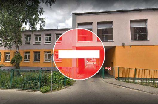 Zdjęcie budynku szkoły - zakaz wstępu, zajęcia odwołane
