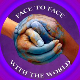 logo programu Face To Face With The World - dwie trzymające się dłonie